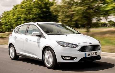 Chiếc   xe được mua nhiều nhất hiện nay là Ford Focus màu trắng