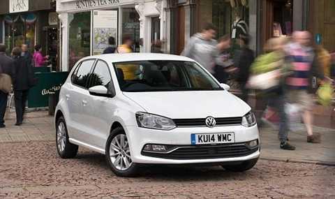 Volkswagen Polo là mẫu xe trắng