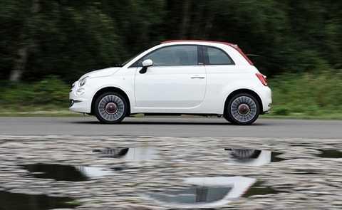 Fiat 500 City car là mẫu xe trắng thứ ba được