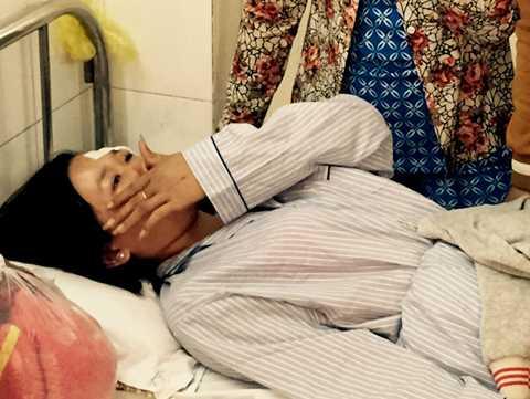 Bệnh nhân Nguyễn Thanh Đào khóc khi được hỏi về vụ việc.
