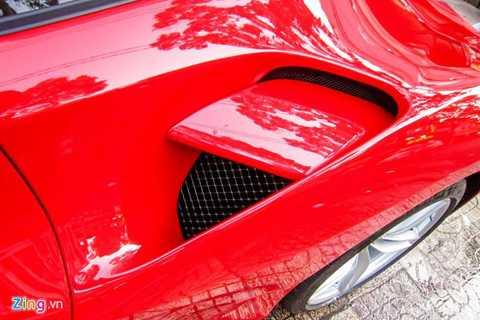 Ferrari cũng trang bị bộ khuếch tán chủ động phía sau giúp điều chỉnh luồng khí khi cần thiết.
