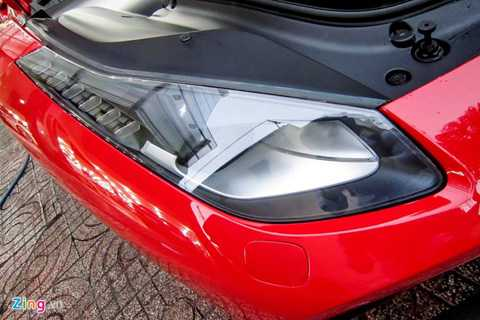 Phía trước sử dụng đèn pha Full LED nhằm tăng cường độ sáng.