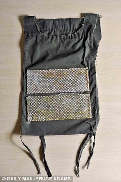 Chiếc áo nhồi thuốc nổ thường được sử dụng trong các tiết dạy đánh bom