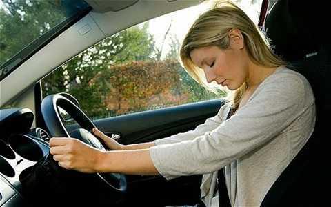 Hãy dừng xe chợp mắt nếu không thể cưỡng lại cơn buồn ngủ