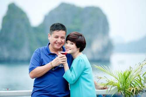 Lần đầu tiên Chí Trung tặng bà xã nhẫn cưới sau hơn 30 năm kết hôn