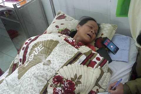 Bà Lan nằm một chỗ không thể đi lại sau khi bị ông Đa hành hung ngã đập đầu vào tường