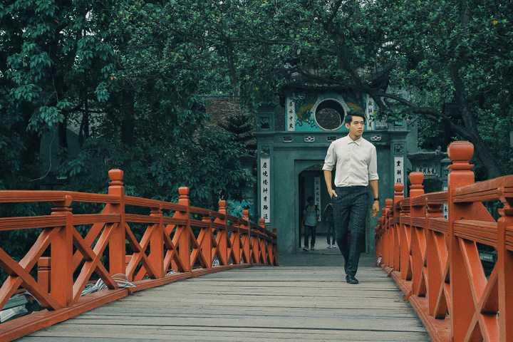 Bên cạnh đó, Quang Đăng cũng vừa ra mắt công ty Let Life Dance vào dịp đầu năm. Studio dạy nhảy cùng tên, do Quang Đăng trực tiếp quản lý, hiện trở thành một sân chơi, điểm đến thú vị dành cho những người yêu thích bộ môn nhảy múa.