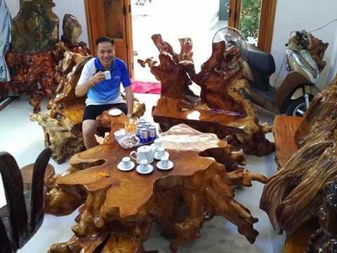 Bộ bàn ghế bằng gỗ huỳnh đàn quý hiếm có một không hai