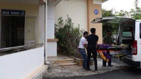 Thi thể du khách được đưa vào nhà xác