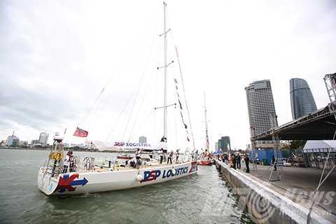 Sáng 27/2, tại Cảng Sông Hàn, 12 thuyền đua tham dự Cuộc đua thuyền buồm vòng quanh thế giới Clipper race 2015-2016 đã chính thức rời Đà Nẵng.