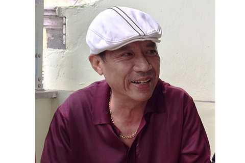 Đại tá Nguyễn Trường Tam có một sở thích duy trì từ khi còn trẻ tới giờ là luôn đội trên đầu những chiếc mũ trắng.