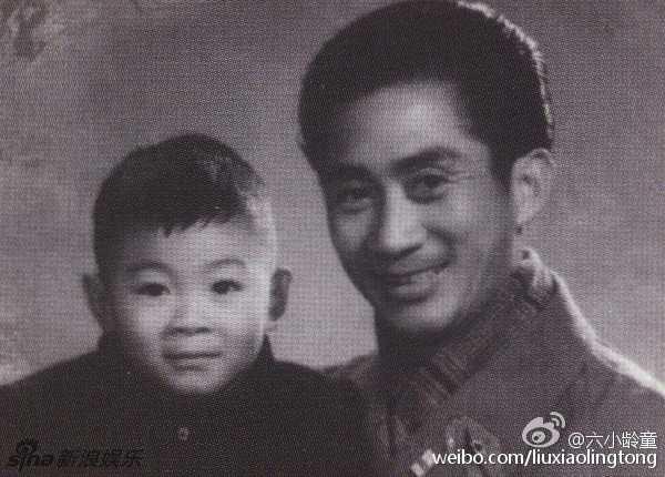 Lục Tiểu Linh Đồng ngày nhỏ và người cha nổi tiếng.