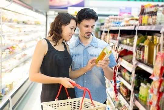 Bạn cũng nên chú ý lựa chọn sản phẩm dầu ăn của nhà sản xuất có uy tín, không nên ham rẻ mua những chai dầu ăn lớn, không nhãn mác, giá rẻ bán trên thị trường.