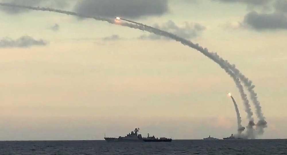 Tên lửa hành trình theo Kalibr của Nga được phóng đi từ các chiến hạm