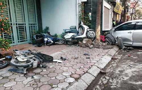 Vụ tai nạn trên phố Ái Mộ, phường Bồ Đề, Long Biên, Hà Nội đã khiến 3 người tử vong