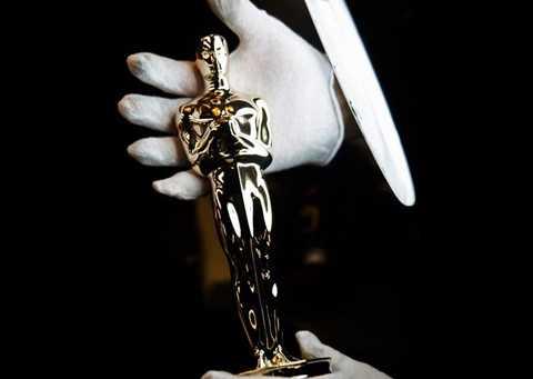 Tượng Oscar mới được thay hợp   kim đúc bên trong bằng đồng, kim loại đã dùng đúc những tượng Oscar đầu   tiên vào năm 1929 theo bản gốc của nhà điêu khắc George Stanley.