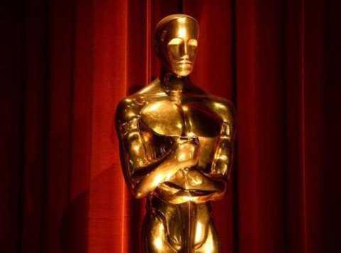 Các bức tượng Oscar thường được làm   dư ra so với số giải trong mỗi chương trình. Lý do là số lượng chính xác   về bức tượng vàng chỉ được biết trong buổi tối trao giải. Ban tổ chức   giải sẽ bảo quản những bức tương dư thừa để dùng tiếp cho các năm sau.