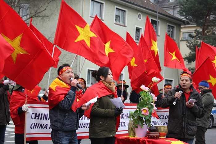 Người Việt tại Đức xuống đường phản đối Trung Quốc