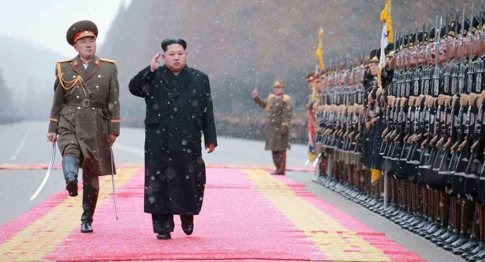 Ông Kim Jong-un duyệt đội danh dự Triều Tiên