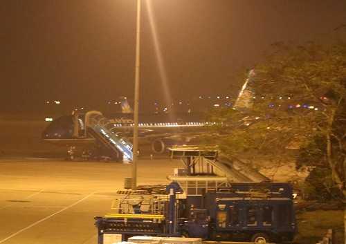 Chuyến bay đưa thi thể nhạc sĩ Lương Minh về sân bay Nội Bài.