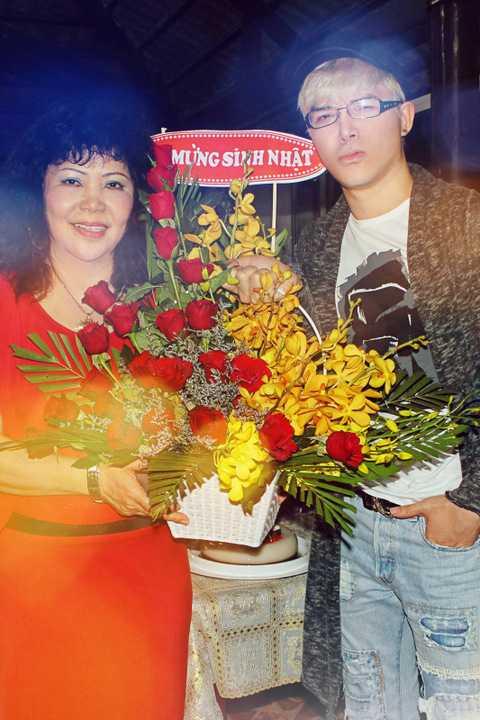 Sinh ra trong một gia đình danh giá với bố là đại sứ Việt Nam, mẹ là tiến sĩ marketing nổi tiếng, Nathan Lee là sao Việt hiếm hoi sở hữu bằng cấp quốc tế thuộc dạng
