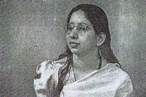 Câu chuyện về Shanti Devi là một trong   những bí ẩn chưa lời giải ở Ấn Độ. Devi sinh năm 1926 tại Delhi. Năm lên   4 tuổi, Devi luôn miệng nói rằng tên thật của bà là Ludgi và người đang   nuôi dưỡng bà không phải là bố mẹ ruột. Devi được cho là đã hồi sinh từ   kiếp trước.