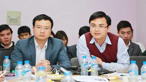 Dược sĩ Phan Văn Hiệu (phải) và Nguyễn Trường Thành trong một cuộc hội thảo.