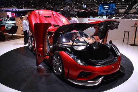 Được biết, Koenigsegg sẽ dự định chỉ sản xuất 80 chiếc Regera và bán mỗi chiếc với giá 2 triệu USD.