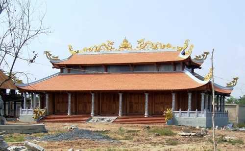 Theo lãnh đạo UBND quận 9, vị trí mà nhà thờ tổ nghệ sĩ Hoài Linh xây dựng nằm trong quy hoạch đất nông nghiệp kết hợp với nhà ở kinh tế vườn nên chỉ cho phép chuyển đổi 10% diện tích sang đất nhà ở.