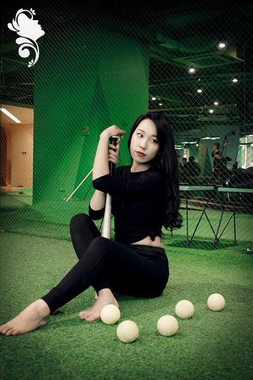 Cô bạn Lan Hương là thành viên đội Lễ tân, Đội Kịch đội Văn nghệ xung kích.
