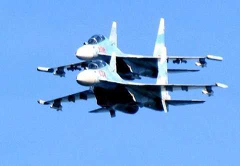 Biên đội Su-30MK2 của Việt Nam bay tuần tra tại quần đảo Trường Sa