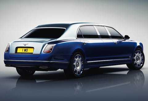 Tuy nhiên, chiều dài cơ sở của chiếc   xe đã được tăng lên tới 1m, trong khi chiều cao tăng thêm 79 mm để biến   Mulsanne thành một chiếc limousine thực sự.