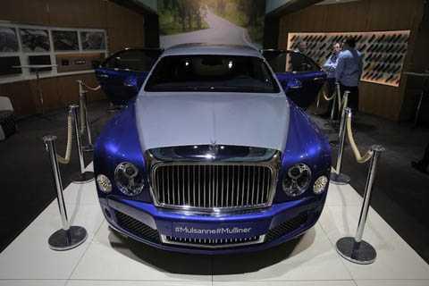 Với việc kéo dài trục cơ sở, toàn bộ   chassis, hệ thống treo, động cơ và hộp số đều được Bentley cải tiến lại   để tạo