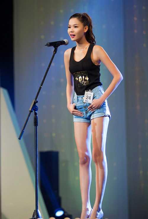 Kỳ Hân tham gia cuộc thi Siêu mẫu Việt Nam 2013 nhưng rút lui giữa chừng. Năm 2014, cô dự thi Người mẫu trẻ châu Á trong khuôn khổ Liên hoan người mẫu châu Á tại Hàn Quốc và bất ngờ giành chiến thắng. Đây là sự kiện đánh dấu bước thay đổi của chân dài sau này.