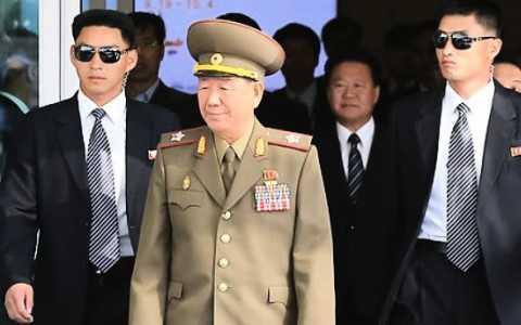 """Ông Hwang Pyong-so (giữa)-  người được cho là """"cánh tay phải"""" của nhà lãnh đạo Triều Tiên Kim Jong-un. Ảnh AFP"""