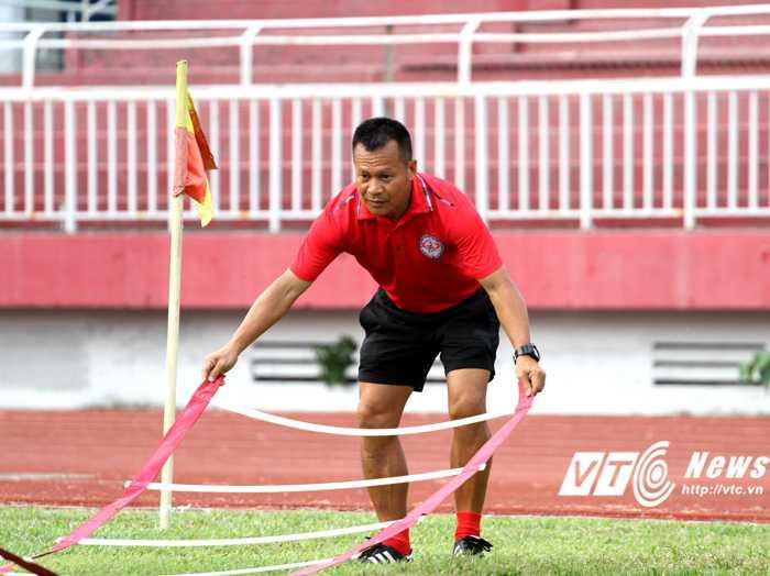 Thừa nhận không quan tâm đến tin tức về đội Hà Nội, HLV Đình Tuấn tập trung tối đa cho CLB TP.HCM (ảnh: Hoàng Tùng)