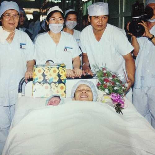 Lan Thy là một trong 3 đứa trẻ sinh ra bằng phương pháp thụ tinh trong ống nghiệm đầu tiên ở Việt Nam