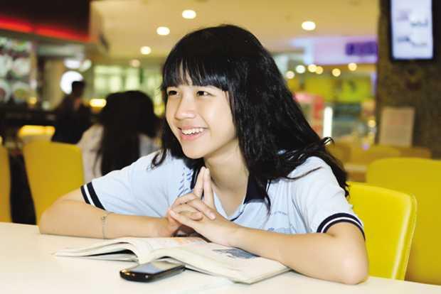 Từ hồi cấp 2, Lan Thy đã là đội trưởng đội kèn của trường. Lên cấp 3, cô bạn hăng hái tham gia văn nghệ và cũng là đội trưởng ban nhạc của trường Lê Hồng Phong.