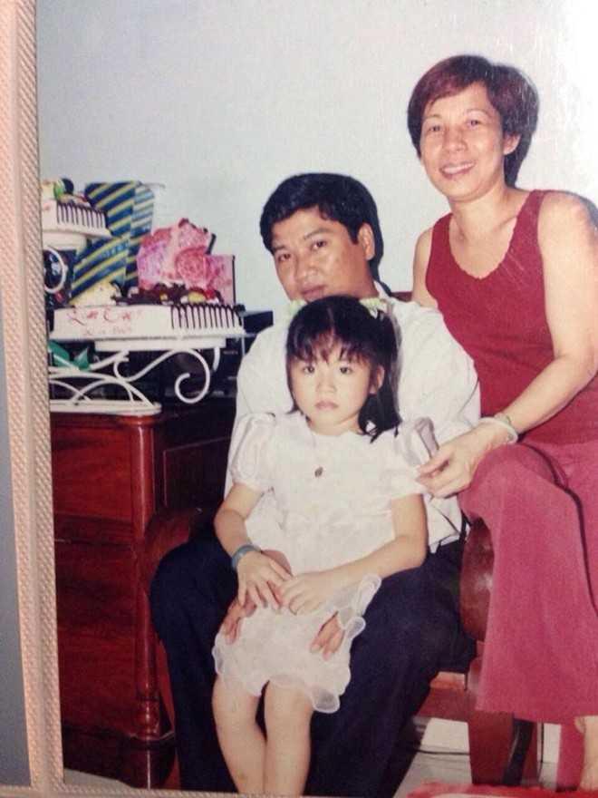 Lan Thy cùng ba mẹ ngày bé.