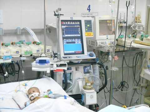 Bé mắc bệnh tim bẩm sinh được điều trị máy móc, trang thiết bị hiện đại, phòng ốc sạch sẽ do Chương trình