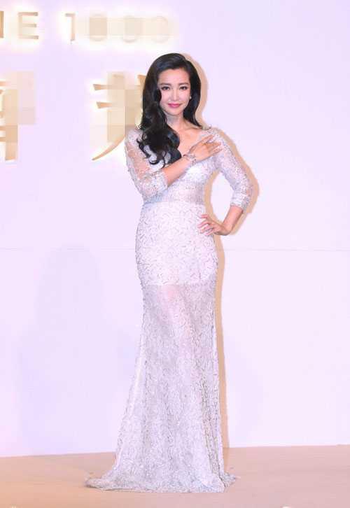 Lý Băng Băng diện đầm ren gợi cảm tham dự buổi quảng bá thương hiệu đồng hồ quốc tế vào tối 2/3.