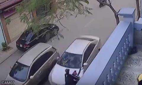 Chiếc xe màu đen đang bị cơ quan công an điều tra