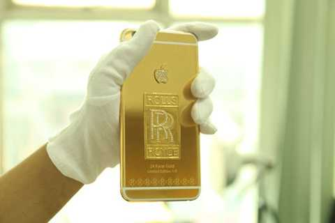 Sau hàng loạt những chiếc siêu xe sang   Rolls-Royce mạ vàng, sẽ có 9 chiếc iPhone 6 Plus phiên bản mạ vàng đúc   logo của dòng siêu xe danh tiếng này bằng vàng 24K được đặt hàng riêng   theo xe. Những chiếc điện thoại này chỉ dành riêng cho các chủ sở hữu   dòng xe này tại Việt Nam.