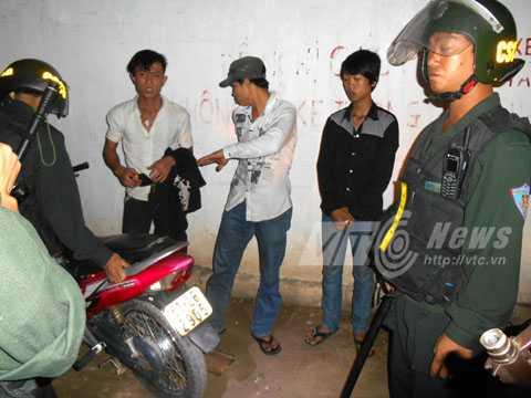 Lực lượng CSCĐ trấn áp tội phạm. Ảnh: Phan Cường