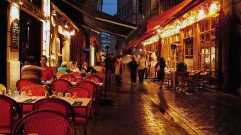 Từ Gevena, bạn dễ dàng đến với thành phố Lyon (Pháp). Ảnh: BBC
