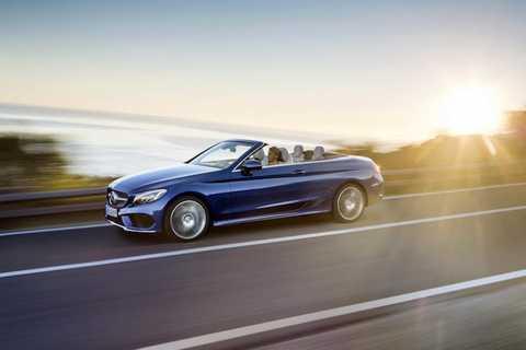 Tại châu Âu, Mercedes C-Class mui   trần sẽ có 6 phiên bản động cơ xăng với công suất từ 154 tới 362 mã lực,   kèm theo 2 phiên bản diesel 2.2l 168/201 mã lực. Mọi phiên bản động cơ   đều có tùy chọn hộp số tự động 9 cấp 9G-TRONIC và treo khí AIRMATIC.