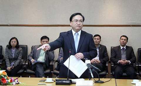 Bí thư Thành ủy Hà Nội Hoàng Trung Hải cảm thấy buồn khi thủ tục hành chính vẫn gây phiền cho doanh nghiệp, người dân. Ảnh: Công Khanh.