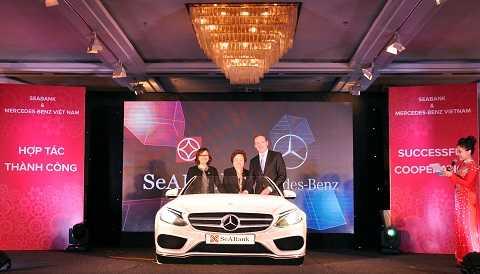 Đại diện SeABank và Mercedes Benz tại lễ công bố hợp tác chiến lược giữa 2 bên.