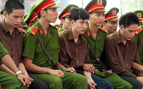 Tuy không kháng cáo nhưng Nguyễn Hải Dương vẫn phải bị dẫn giải lên tòa để làm rõ các tình tiết trong vụ án. Ảnh: Phước Tuấn.