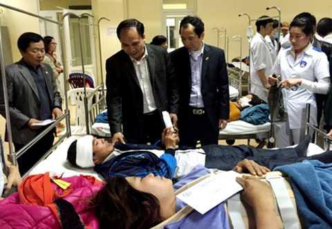 Lãnh đạo Thành phố Uông Bí đã đến thăm hỏi và hỗ trợ các nạn nhân.